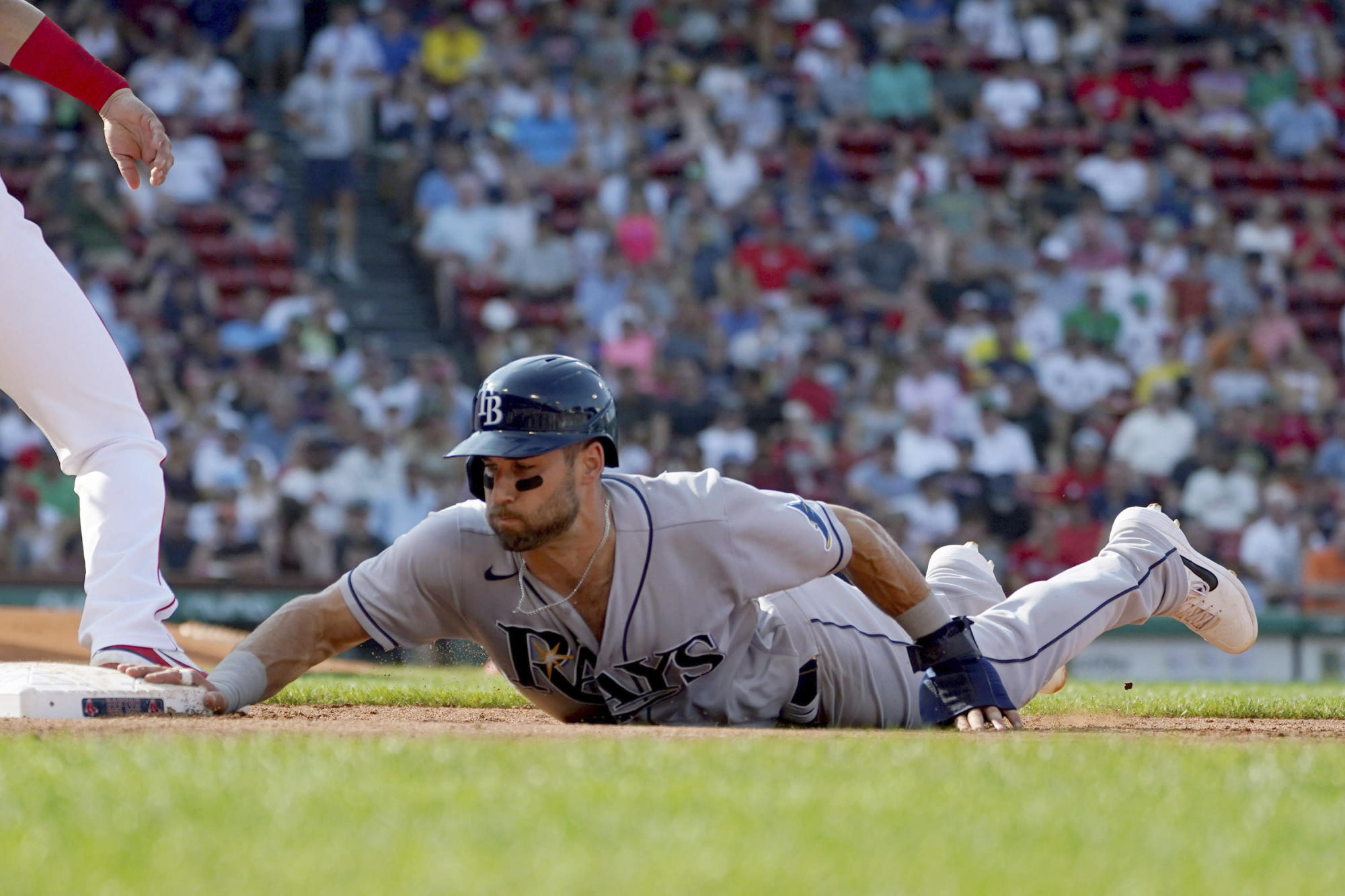 Franco, Zunino power AL East-leading Rays past Red Sox 8-1