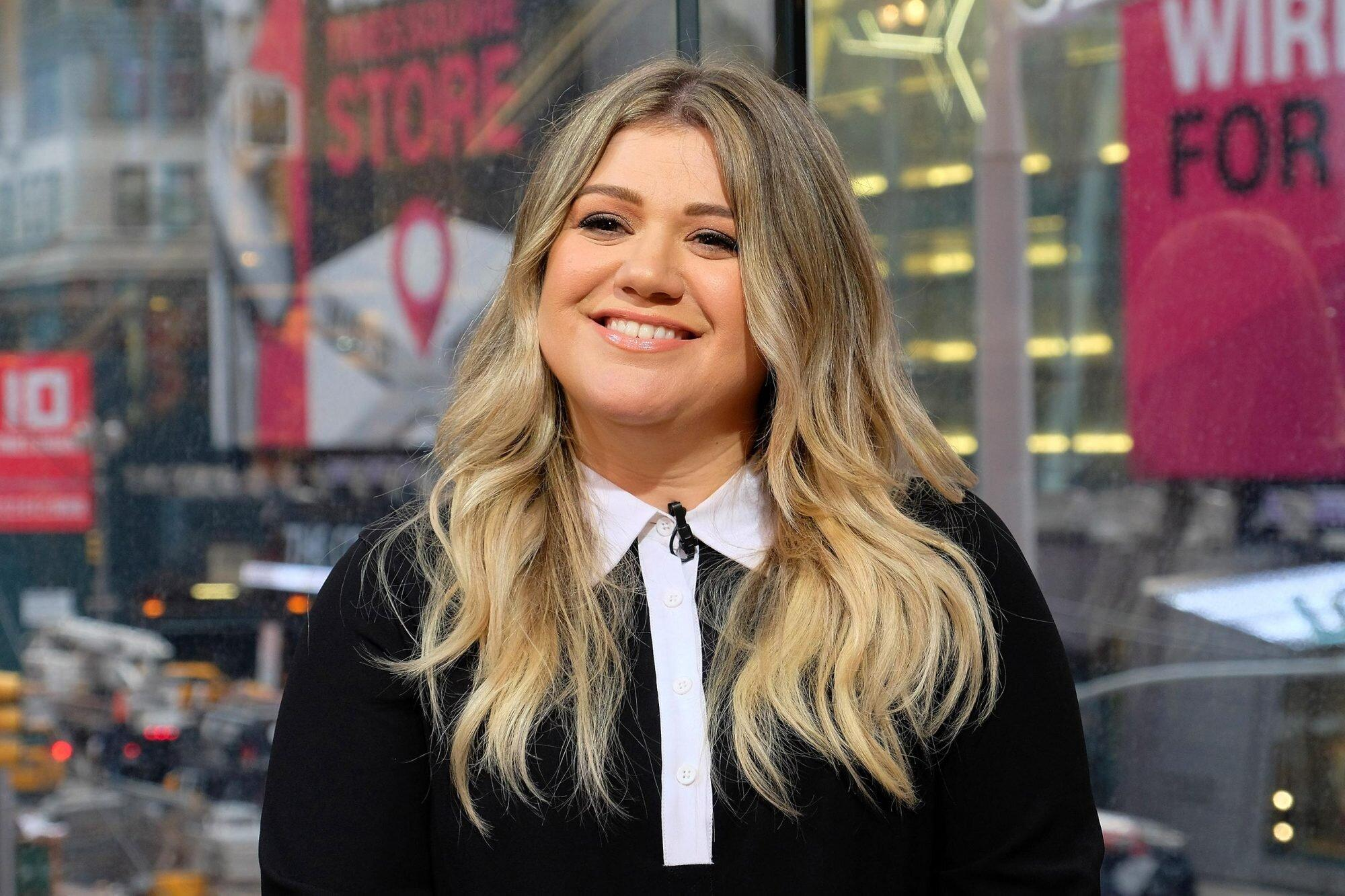 Kelly Clarkson Asks Judge to Legally Restore Her Last Name amid Divorce: Report