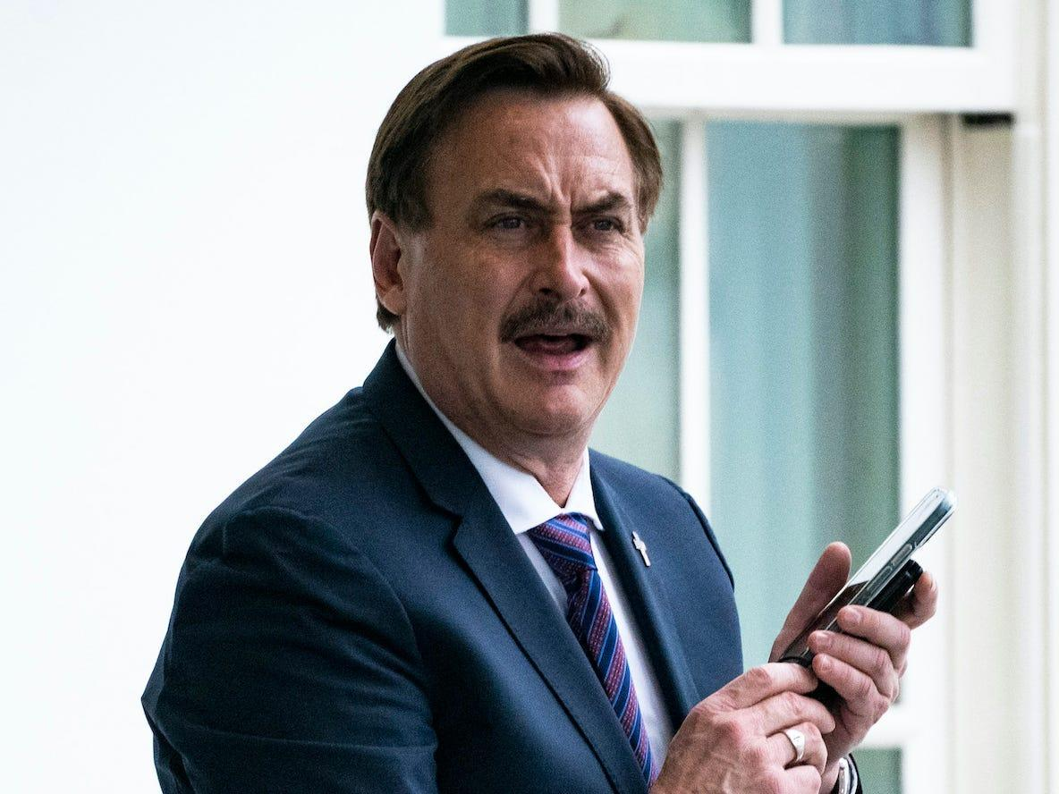 My Pillow guy Mike Lindell claimed 'Antifa things' were trying to infiltrate his cyber symposium. It was actually 3 people singing hymns in the parking lot
