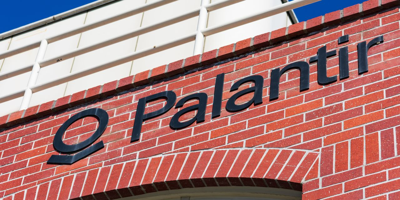 Palantir Earnings Top Estimates. Its Stock Is Could Turn Positive on the Year.