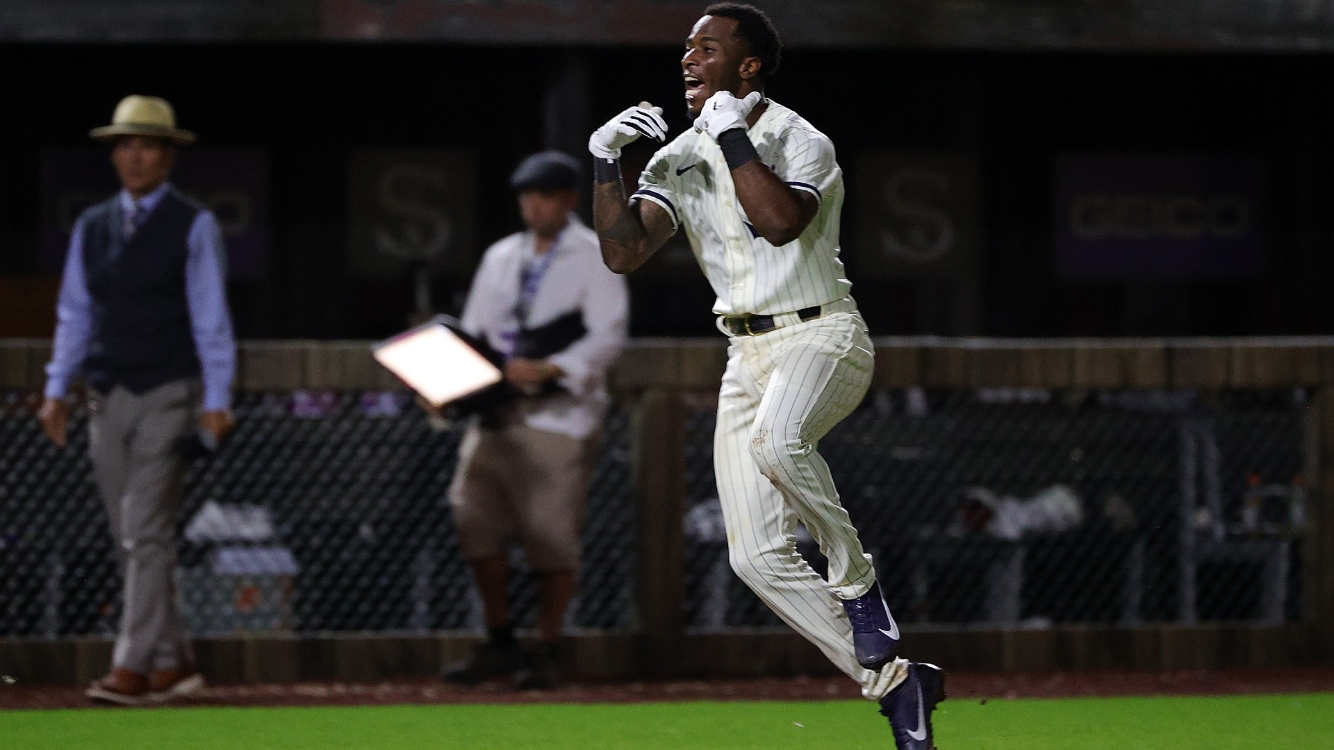Tim Anderson describes walk-off homer in Field of Dreams Game: 'I knew what I was looking for'