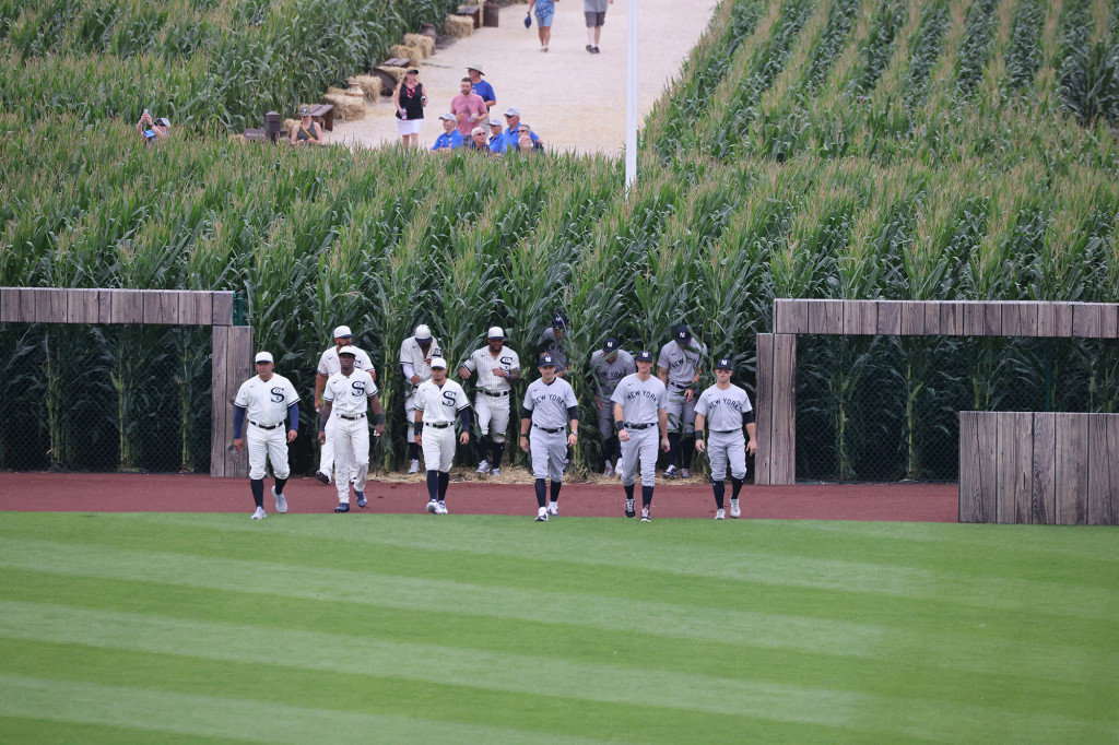 PHOTOS: Memorable Moments from Yankees, White Sox 'Field of Dreams' Game