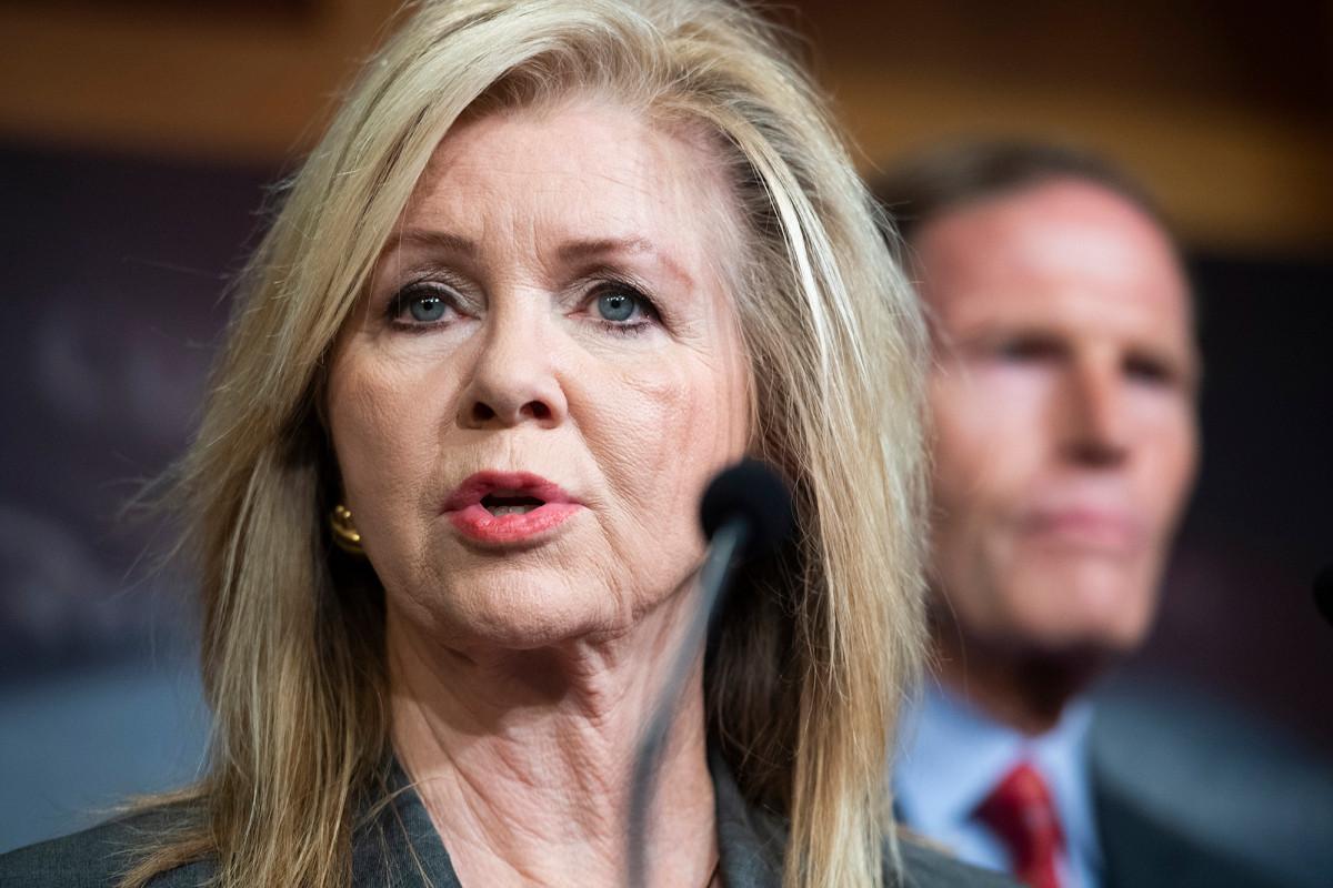 Senators introduce bipartisan bill to rein in Apple, Google app stores